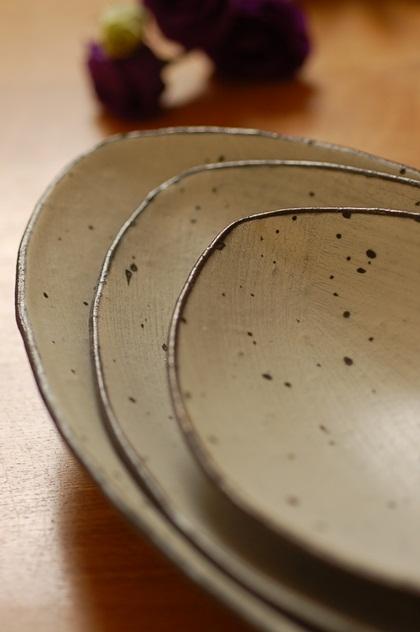 ひびわれアーモンド皿